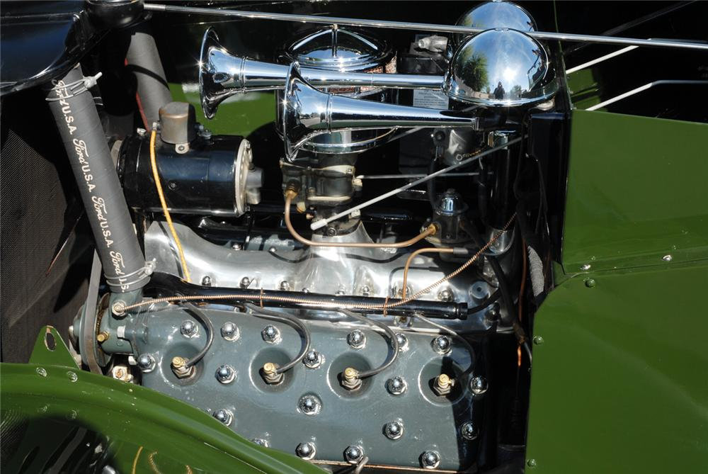 1934 FORD BREWSTER TOWNCAR - Engine - 45287