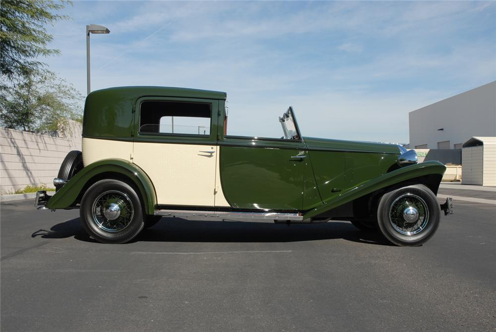 1934 FORD BREWSTER TOWNCAR - Side Profile - 45287