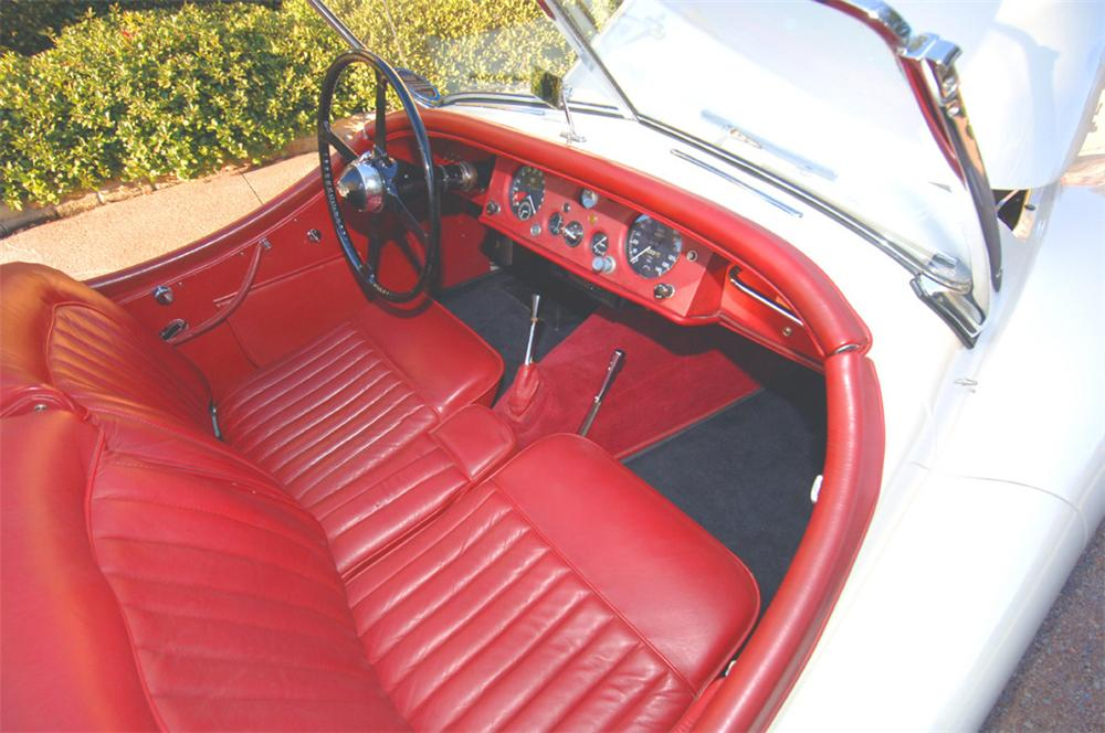 1953 JAGUAR XK 120 ROADSTER - Interior - 45303