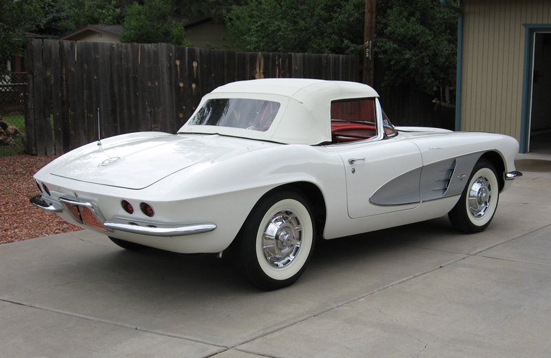 1961 CHEVROLET CORVETTE CONVERTIBLE - Rear 3/4 - 45313