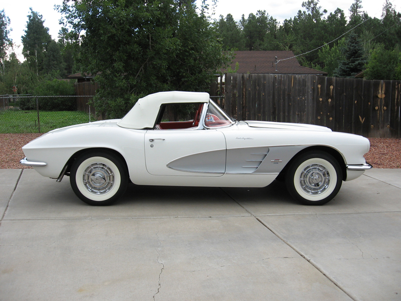 1961 CHEVROLET CORVETTE CONVERTIBLE - Side Profile - 45313