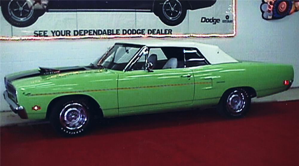 1970 PLYMOUTH ROAD RUNNER CONVERTIBLE - Side Profile - 45320