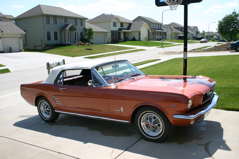1966 FORD MUSTANG CONVERTIBLE - Front 3/4 - 45782