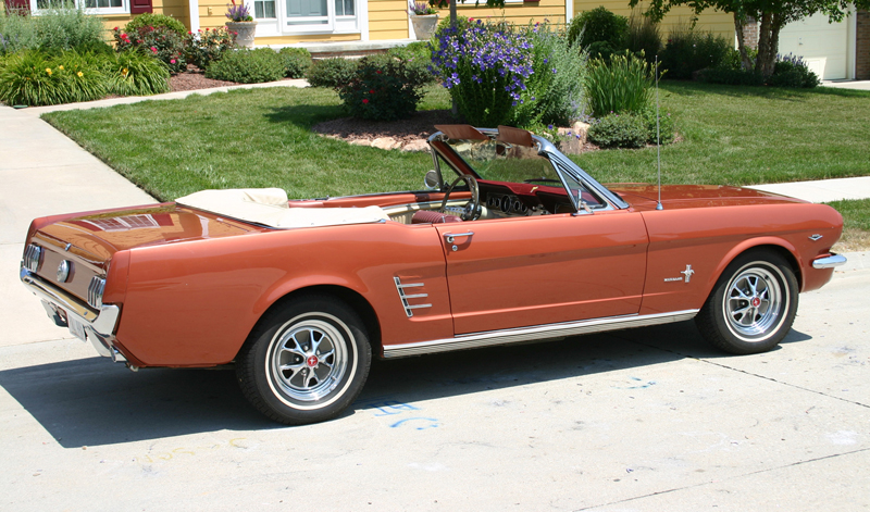 1966 FORD MUSTANG CONVERTIBLE - Rear 3/4 - 45782