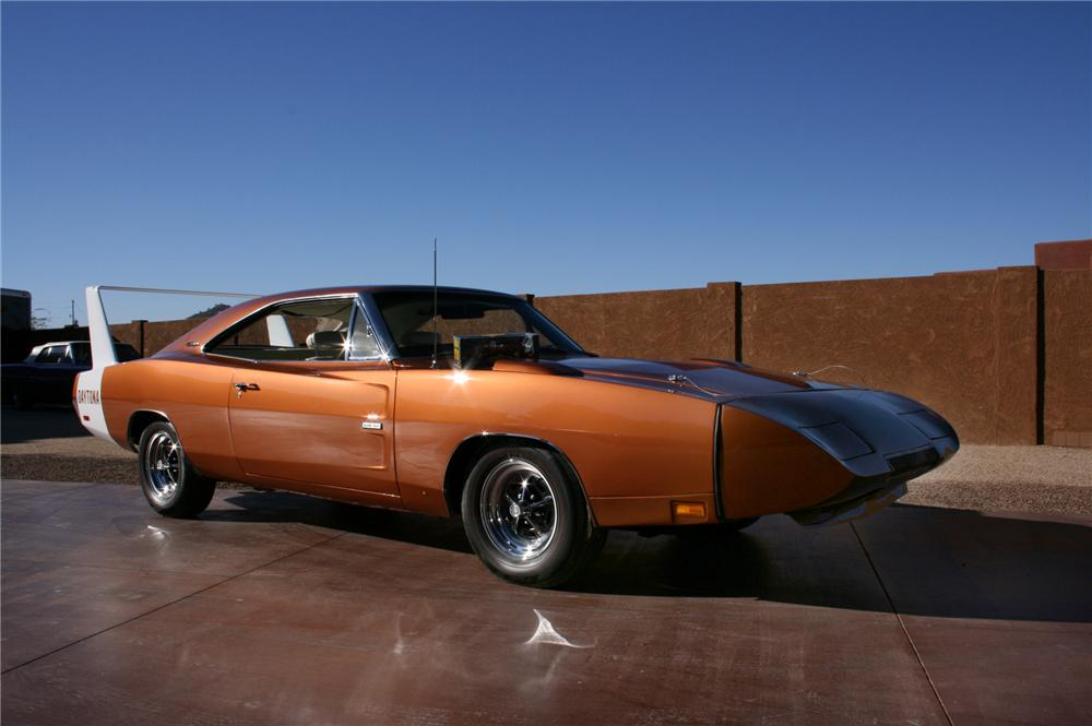 1969 DODGE HEMI DAYTONA COUPE - Front 3/4 - 45885