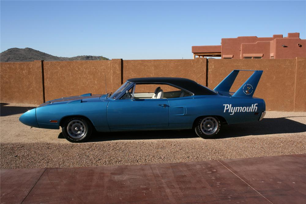 1970 PLYMOUTH HEMI SUPERBIRD COUPE - Side Profile - 45886