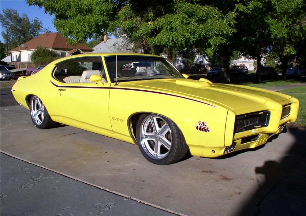 1969 PONTIAC GTO COUPE - Front 3/4 - 46132