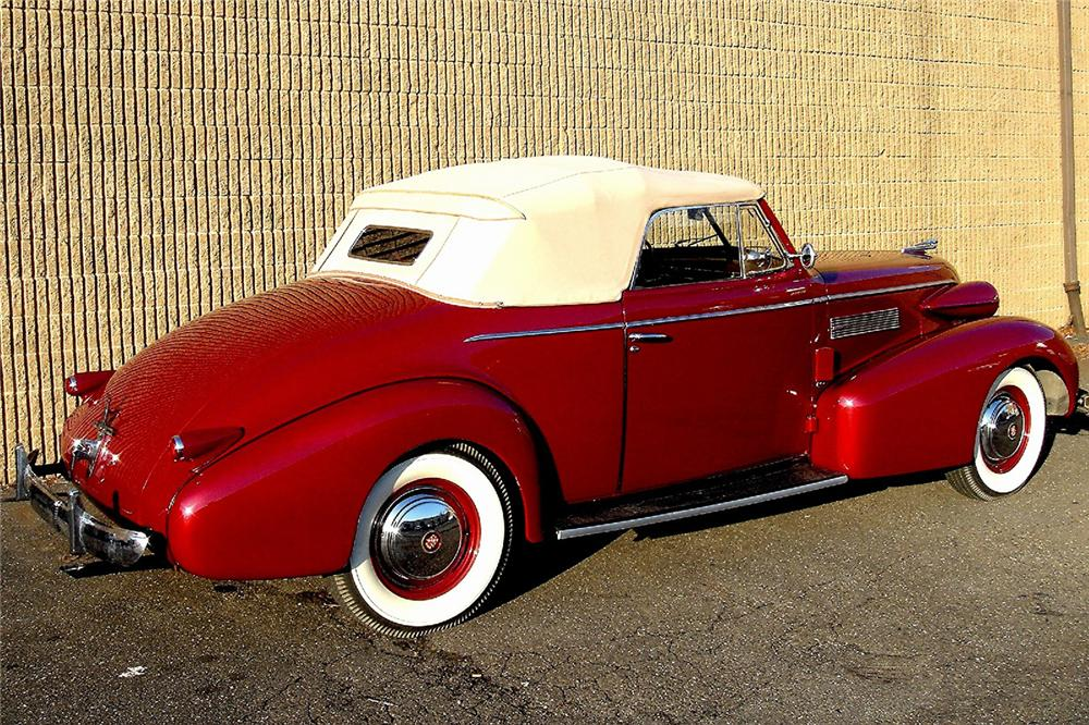1939 CADILLAC SERIES 61 CONVERTIBLE - Rear 3/4 - 48949