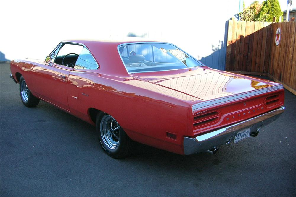 1970 PLYMOUTH ROAD RUNNER HEMI RE-CREATION - Rear 3/4 - 49031