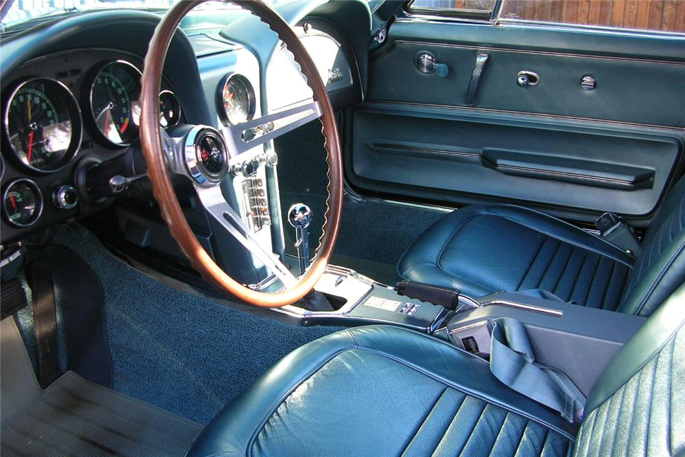 1967 CHEVROLET CORVETTE CONVERTIBLE - Interior - 49032