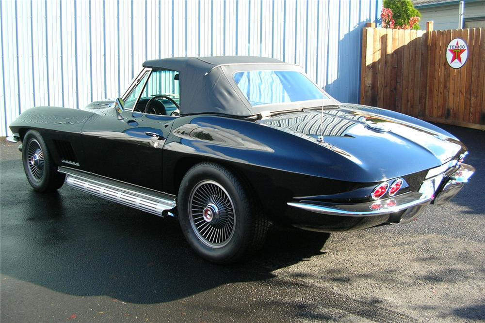 1967 CHEVROLET CORVETTE CONVERTIBLE - Rear 3/4 - 49032