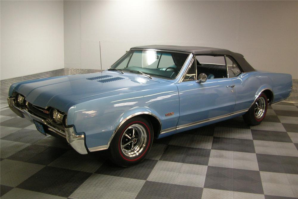 1967 OLDSMOBILE 442 CONVERTIBLE - Front 3/4 - 49035