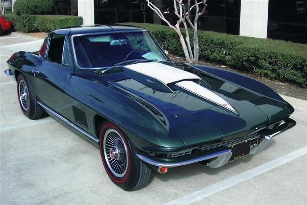 1967 CHEVROLET CORVETTE COUPE - Front 3/4 - 49039