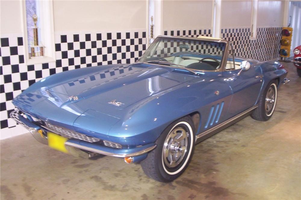 1966 CHEVROLET CORVETTE CONVERTIBLE - Front 3/4 - 49122
