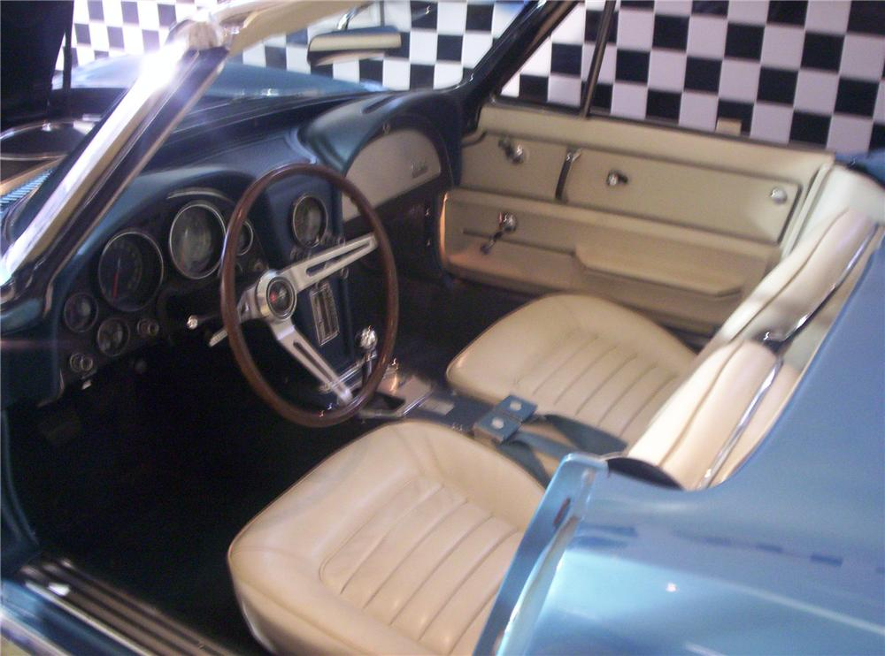 1966 CHEVROLET CORVETTE CONVERTIBLE - Interior - 49122
