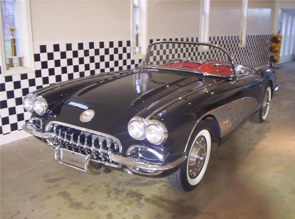 1960 CHEVROLET CORVETTE CONVERTIBLE - Front 3/4 - 49128