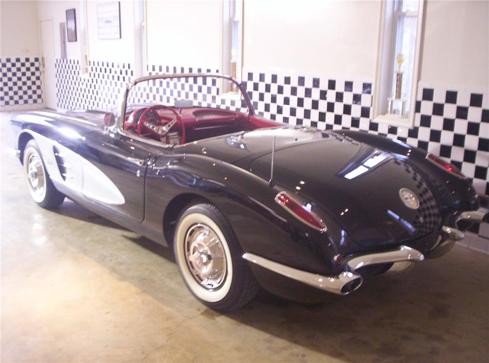 1960 CHEVROLET CORVETTE CONVERTIBLE - Rear 3/4 - 49128