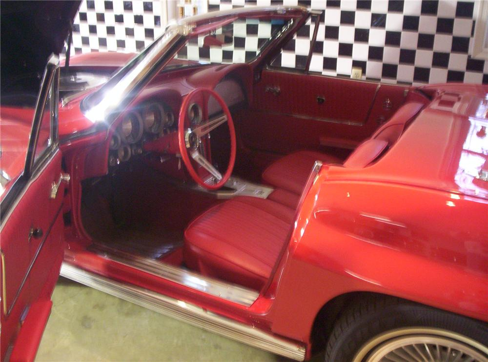 1963 CHEVROLET CORVETTE CONVERTIBLE - Interior - 49129