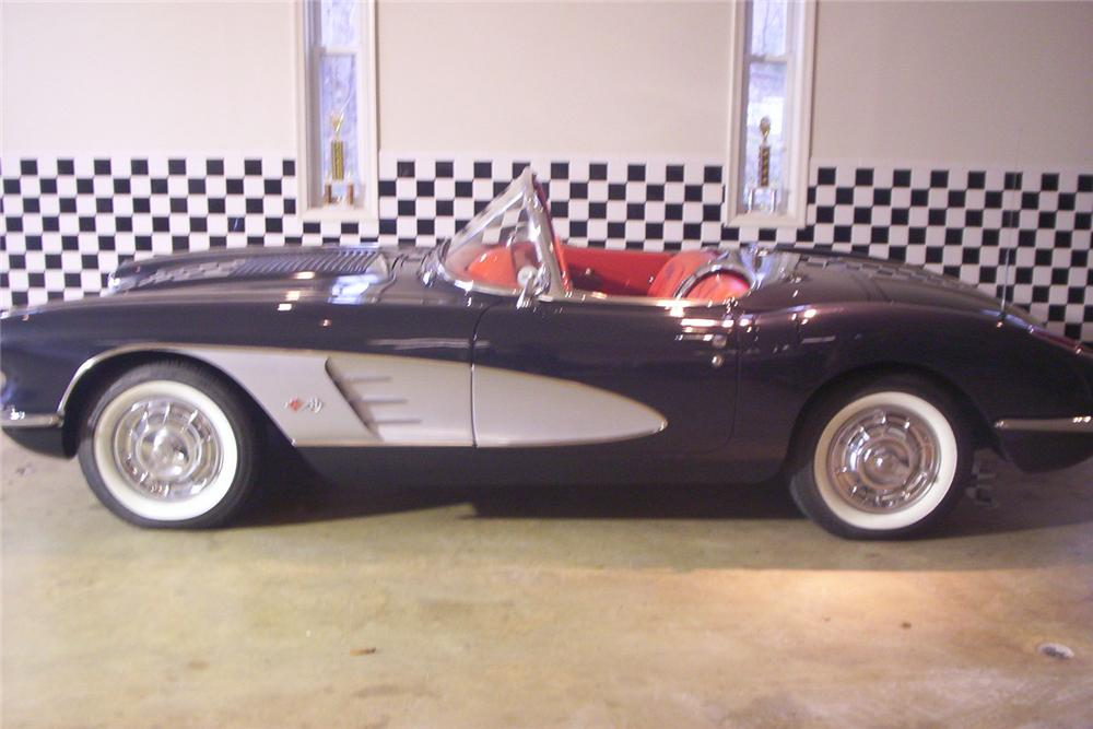 1958 CHEVROLET CORVETTE CONVERTIBLE - Front 3/4 - 49131