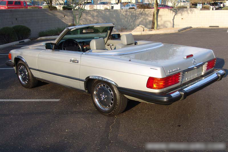 1988 MERCEDES-BENZ 560SL CONVERTIBLE - Rear 3/4 - 49137
