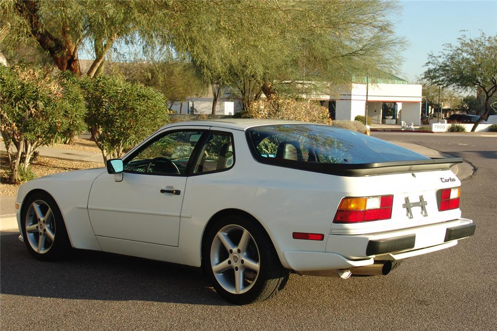 1988 PORSCHE 944 COUPE - Rear 3/4 - 49140
