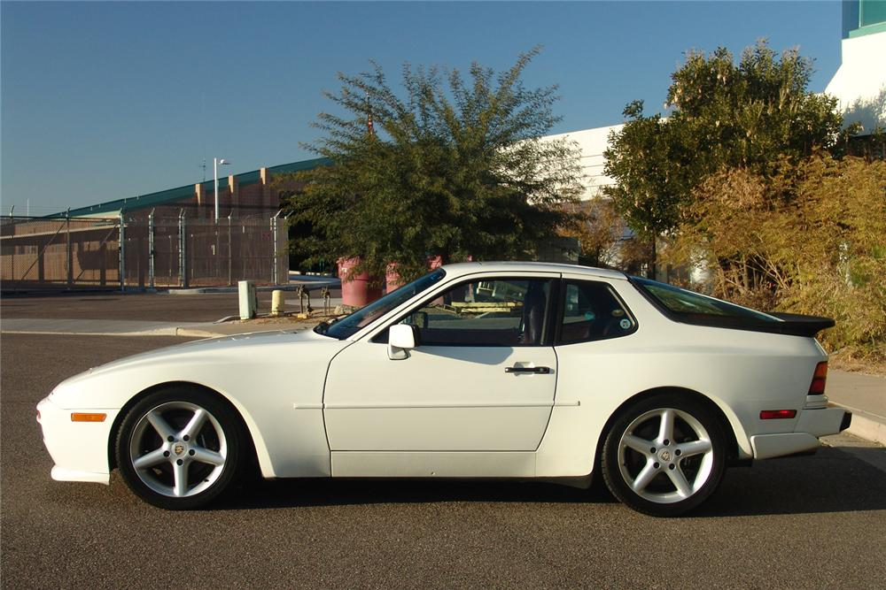 1988 PORSCHE 944 COUPE - Side Profile - 49140