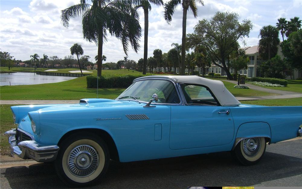 1957 FORD THUNDERBIRD CONVERTIBLE - Front 3/4 - 49277