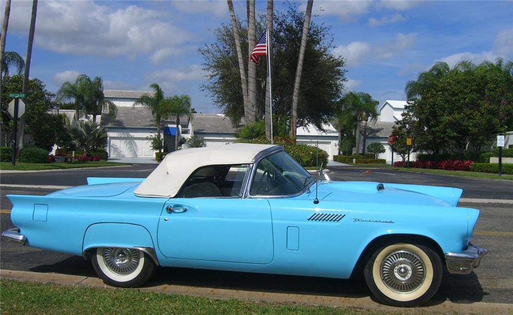 1957 FORD THUNDERBIRD CONVERTIBLE - Side Profile - 49277