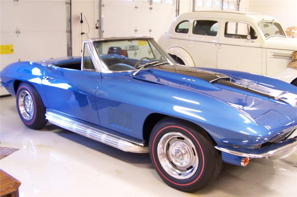 1967 CHEVROLET CORVETTE CONVERTIBLE - Front 3/4 - 49347
