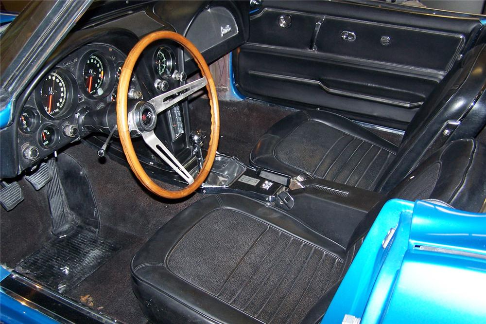 1967 CHEVROLET CORVETTE CONVERTIBLE - Interior - 49347
