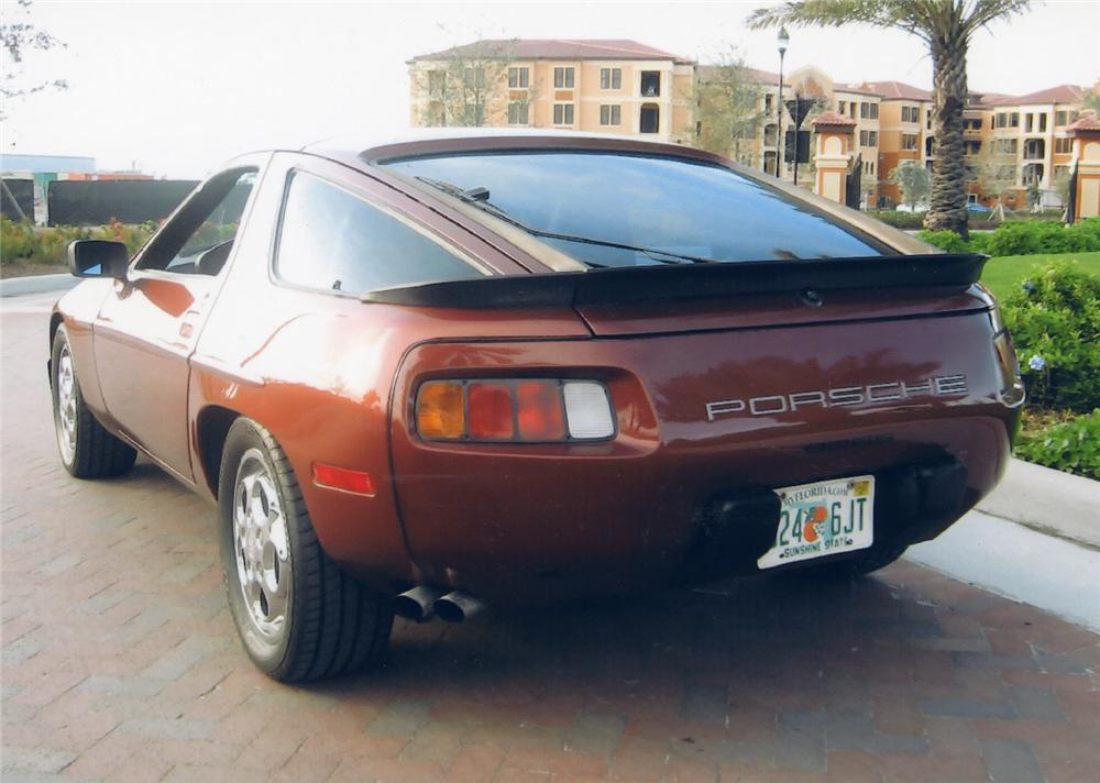 1985 PORSCHE 928S 2 DOOR W/SUNROOF - Rear 3/4 - 49353