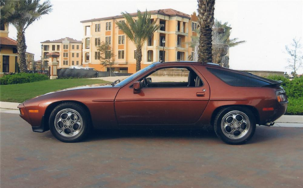 1985 PORSCHE 928S 2 DOOR W/SUNROOF - Side Profile - 49353