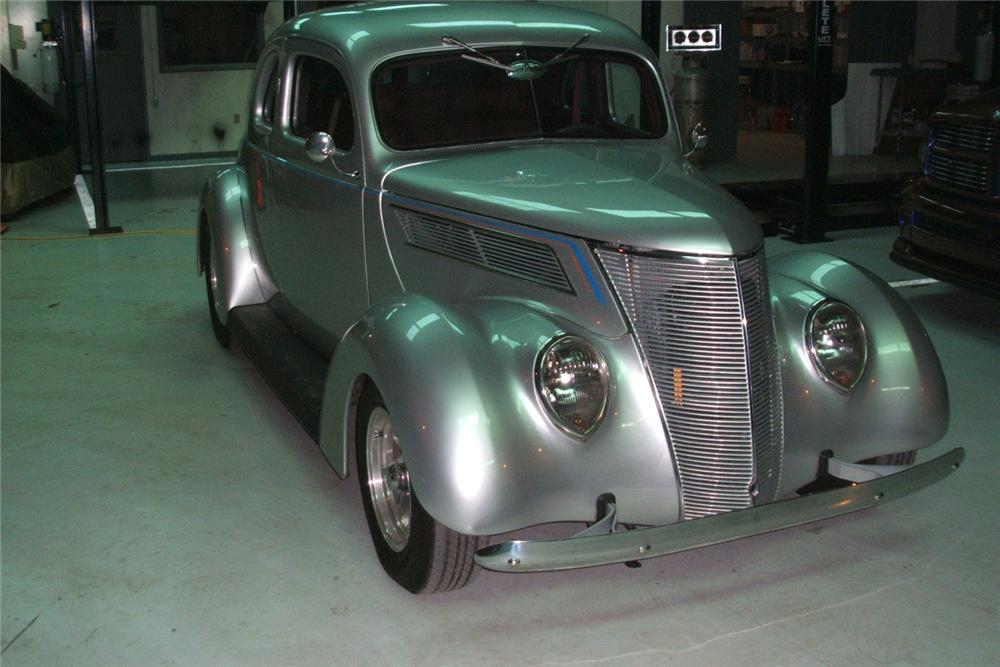 1937 FORD COUPE STREET ROD - Front 3/4 - 49369