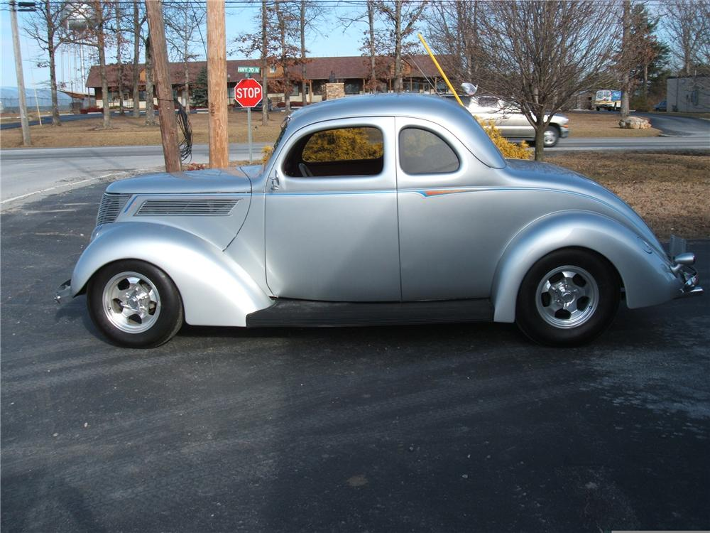 1937 FORD COUPE STREET ROD - Side Profile - 49369