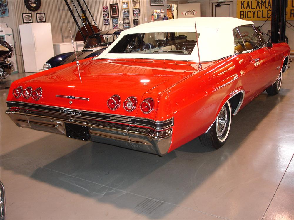1965 CHEVROLET IMPALA SS CONVERTIBLE - Rear 3/4 - 49370