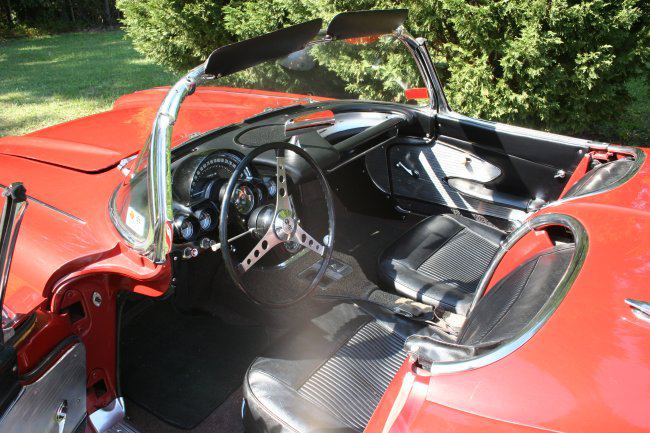 1961 CHEVROLET CORVETTE CONVERTIBLE - Interior - 49378