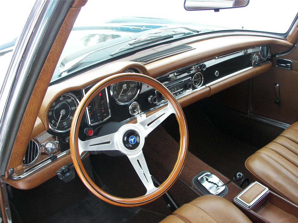 1969 MERCEDES-BENZ 280SL CONVERTIBLE - Interior - 49384