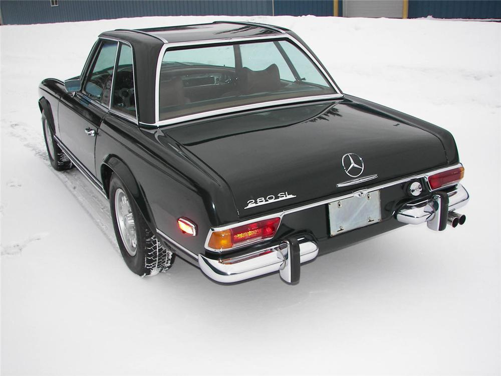 1969 MERCEDES-BENZ 280SL CONVERTIBLE - Rear 3/4 - 49384