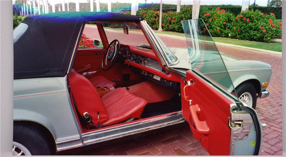 1971 MERCEDES-BENZ 280SL CONVERTIBLE - Interior - 49392