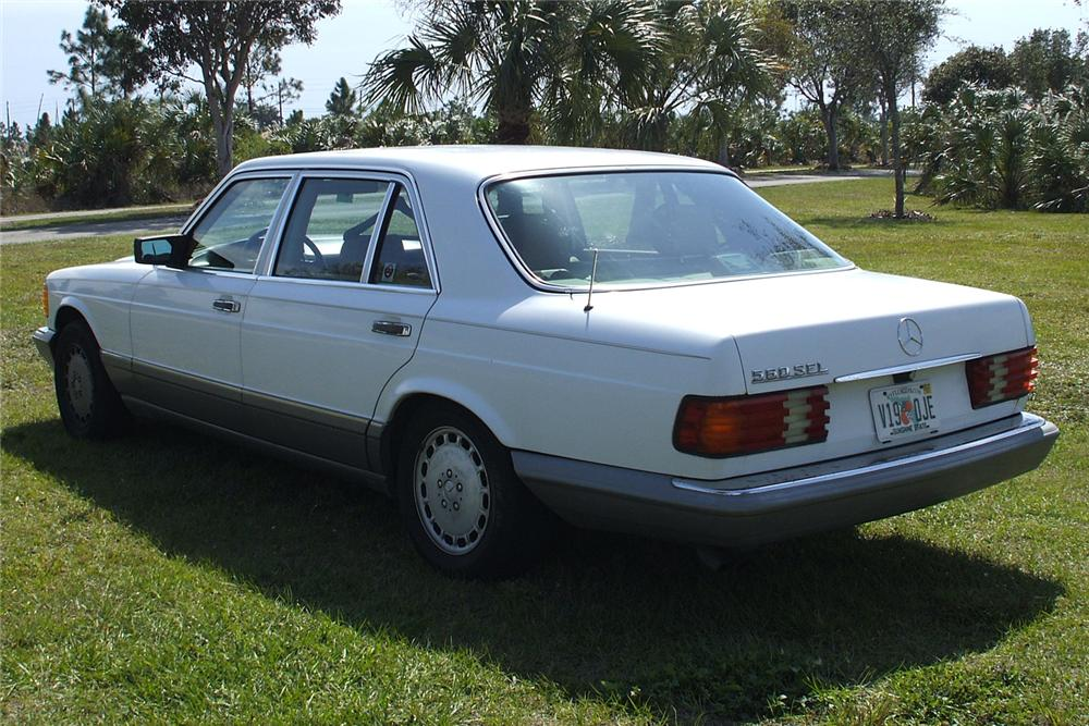 1988 MERCEDES-BENZ 560SEL SEDAN - Rear 3/4 - 49462