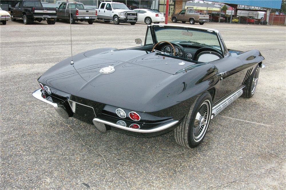 1965 CHEVROLET CORVETTE CONVERTIBLE - Rear 3/4 - 49529