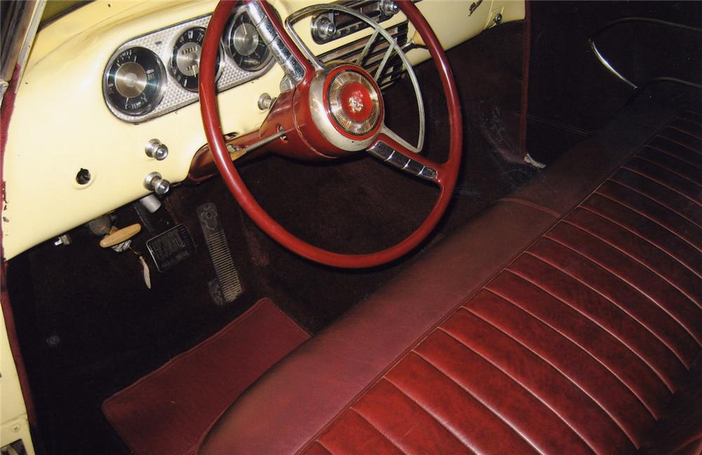 1953 PACKARD CONVERTIBLE - Interior - 49579