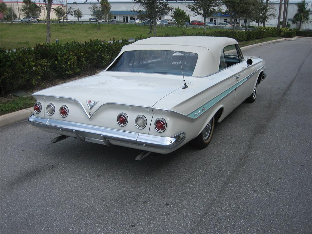 1961 CHEVROLET IMPALA CONVERTIBLE - Rear 3/4 - 49595