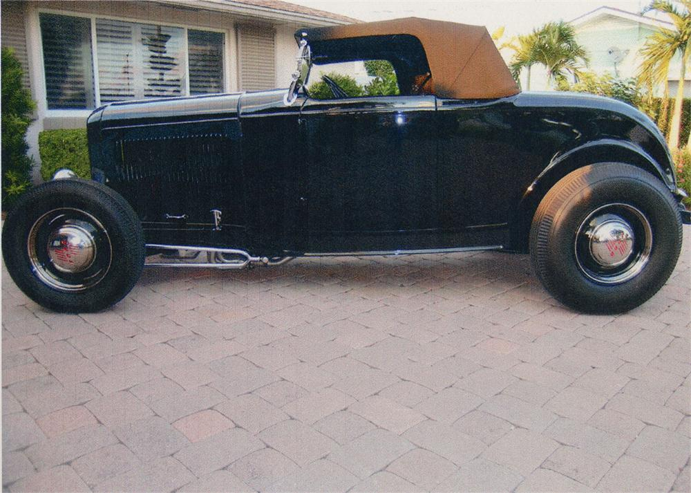 1932 FORD HI-BOY ROADSTER - Side Profile - 49640