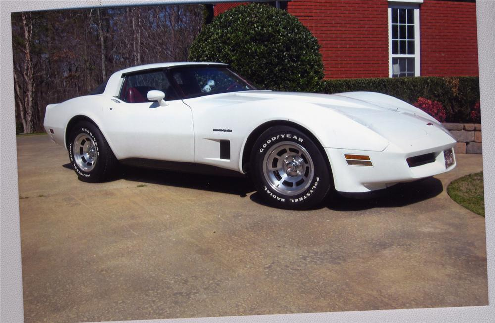 1982 CHEVROLET CORVETTE COUPE - Front 3/4 - 49647