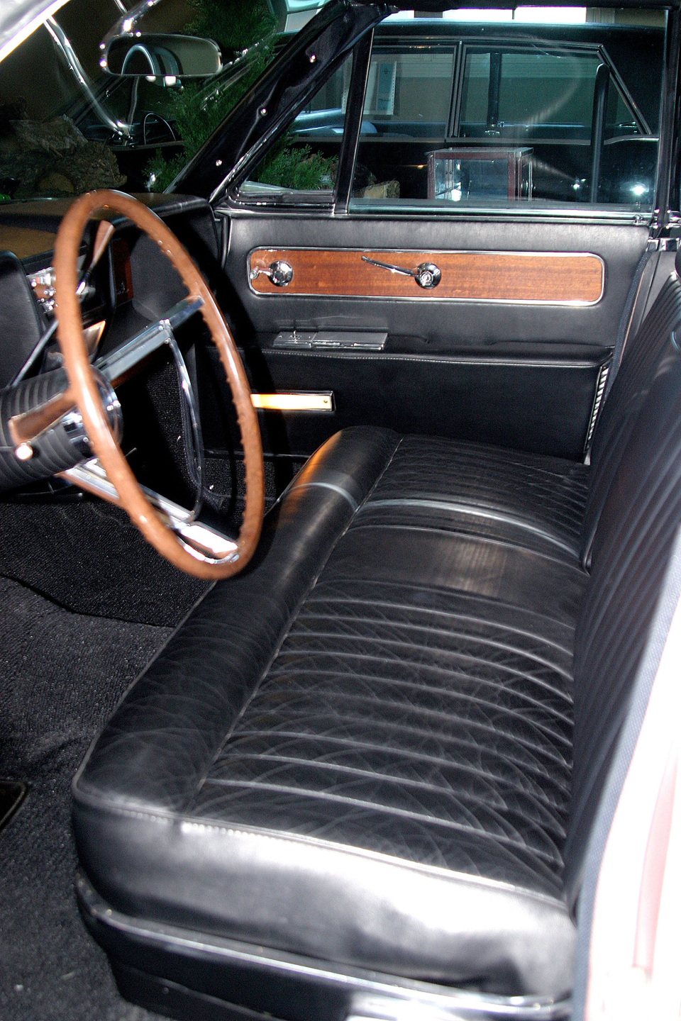 1961 LINCOLN CONTINENTAL 4 DOOR HARDTOP - Interior - 49652