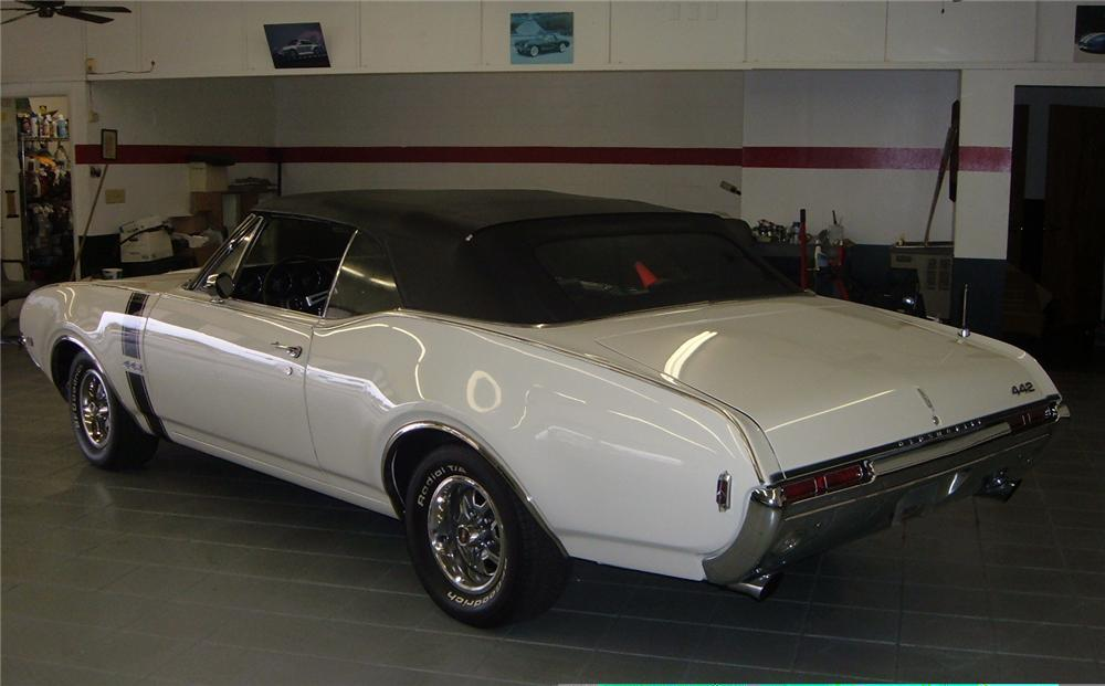 1968 OLDSMOBILE 442 CONVERTIBLE - Rear 3/4 - 49660