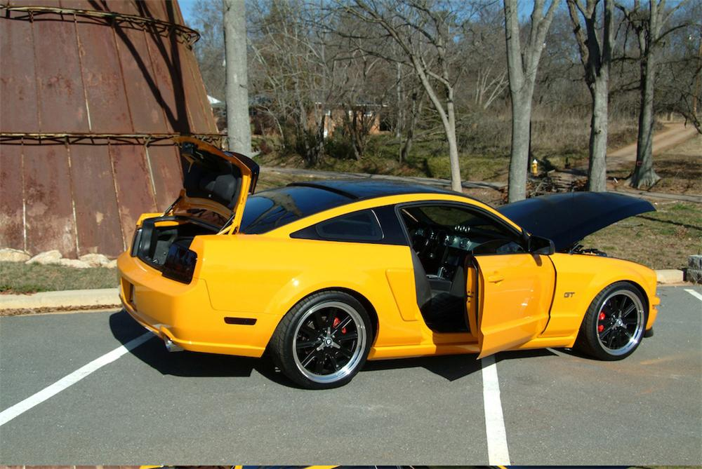 2007 FORD MUSTANG GT 2 DOOR - Rear 3/4 - 49677