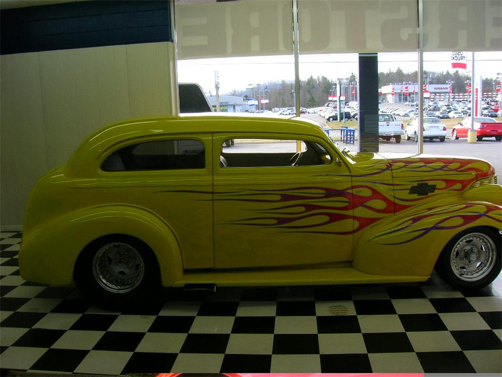 1939 CHEVROLET CUSTOM 2 DOOR - Side Profile - 49697