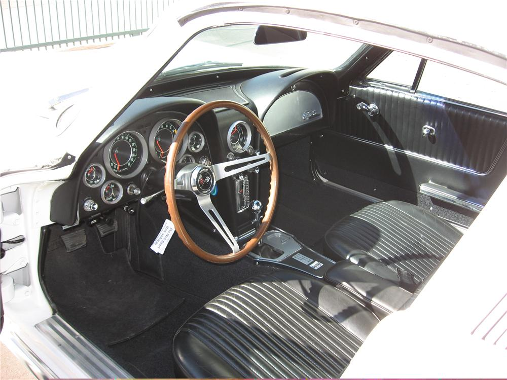 1964 CHEVROLET CORVETTE COUPE - Interior - 49728